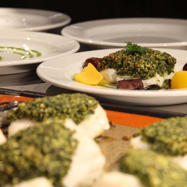 Assiette de poisson cuisiné avec des légumes